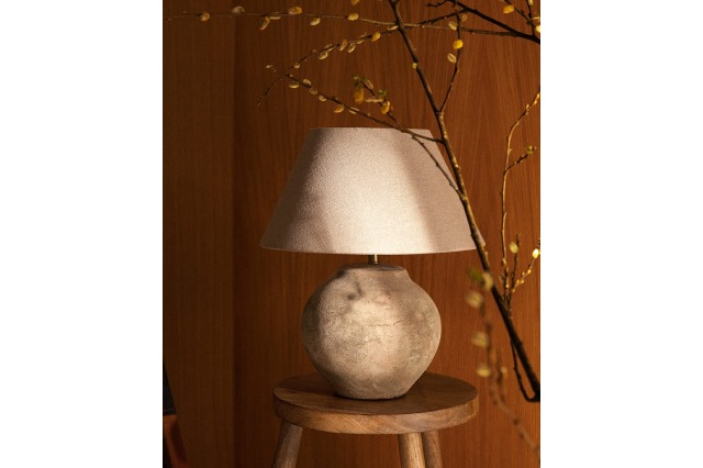 LAMP WITH ANTIQUE FINISH CERAMIC BASE