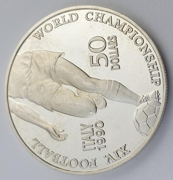 Niue - 50 Dollars 1990, Elizabeth II, Soccer World Championship, Silver